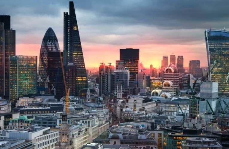 Három testület irányítja a világot: a londoni City, a Washington DC és a Vatikán
