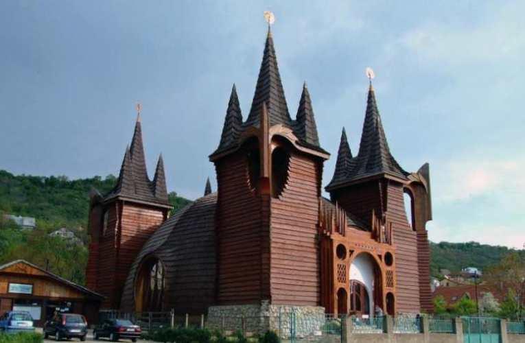 Kónya-Hamar Sándor: MAKOVECZ-TEMPLOM KOLOZSVÁROTT – Avagy miért kell felépíteni Budapesten is Makovecz templomát