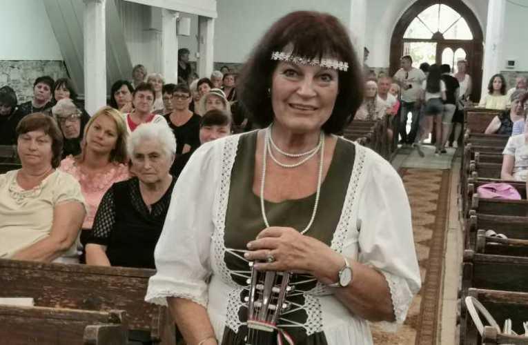 Ölelések, könnyes szemek, hálálkodás – Dévai Nagy Kamilla kárpátaljai kulturális missziója