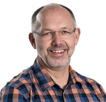 Stefan Wanzenried in orang-blau-kariertem Hemd