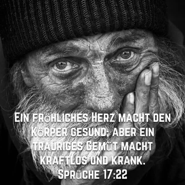 Bibelvers: Sprüche 17,22 auf Bild mit altem Mann