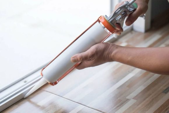 How-to-Remove-Caulk