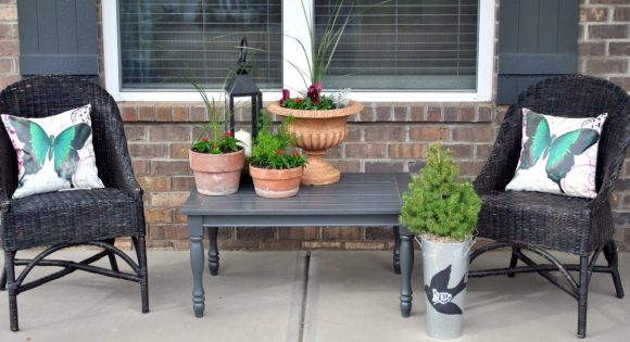 Brown-Clay-Flower-Pots-to-Decorate-Front-Porch