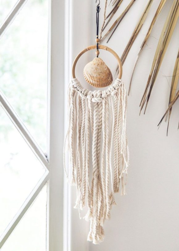 Wall-Hanging-with-Clam-Seashell