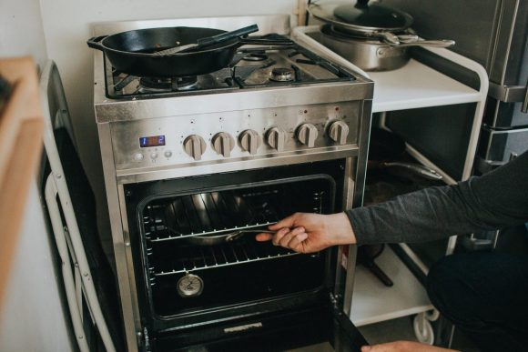 Method on How to Clean Oven Racks
