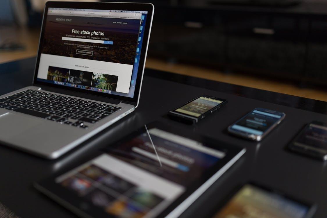Bandymai kurti internetines svetaines be patirties. Ar tai įmanoma?