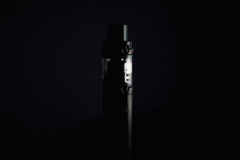 Tyrimai atskleidžia, kad rūkantieji gali mesti rūkyti vape'inimo-elektoninių cigarečių rūkymo pagalba