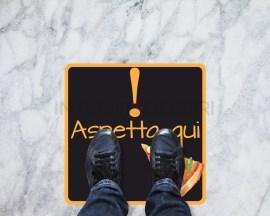 Segnaletica quadrata covid19-aspetta qui-adesivi per pavimento