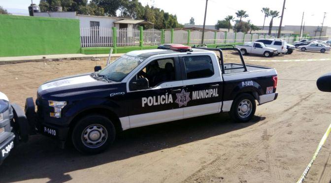 PERSONA DISPARA AL QUERER SER DETENIDA POR ELEMENTOS POLICÍACOS.