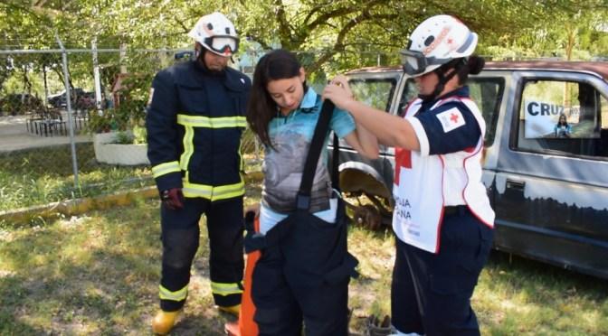 ASÍ ES COMO SE REALIZAN ALGUNAS DE LAS MANIOBRAS ANTE UN ACCIDENTE AUTOMOVILISTICO. #CRUZROJA #TUM #ACCIDENTES