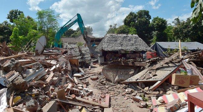 ASCIENDE A 460 PERSONAS SIN VIDA Y APROXIMADAMENTE SIETE MIL HERIDOS A CAUSA DE TERREMOTO EN INDONESIA.