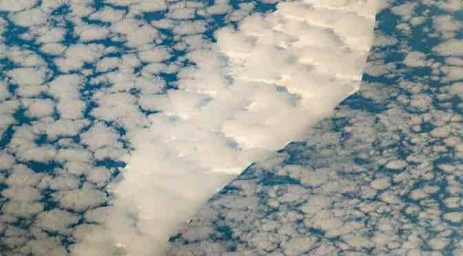 UN ICEBERG FUE DESCUBIERTO POR LA NASA QUIENES CAPTARON EL EXTRAÑO TRAYECTO.