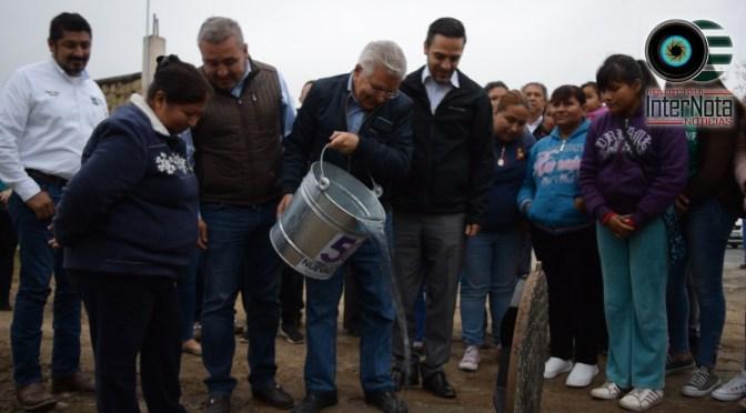 VECINOS SON BENEFICIADOS CON OBRA DE LA INSTALACIÓN DE LA LINEA  DRENAJE SANITARIO EN LA COLONIA SAN JUAN, SANTIAGO N.L.