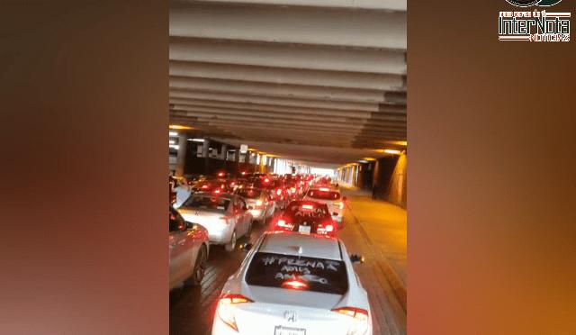 CIENTOS DE VEHÍCULOS PROVOCAN CIERRE EN CALLES TRAS PROTESTA CONTRA AMLO.