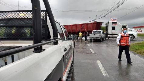 #ENVIVO CAMIONETA SE IMPACTA CONTRA TRAILER, ALLENDE N.L.