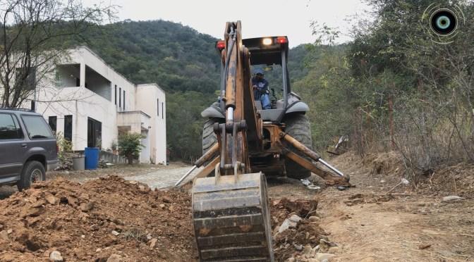DAN ARRANQUE DE OBRA EN CALLE COLIMA DE LA COMUNIDAD LOS FIERROS SANTIAGO N.L.