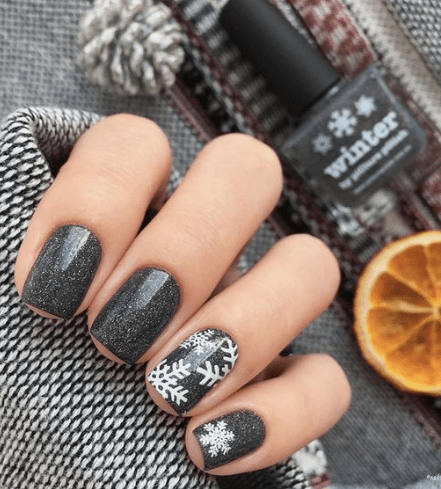 12 Holiday Nail Designs That Are Festive Af Society19
