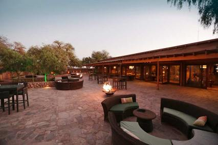 Cumbres Atacama_Atardecer-terraza-y-restaurant
