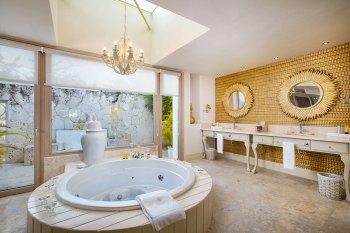 Eden Roc Four-Bedroom-Imperial-Villa_Master-Bathroom_1913