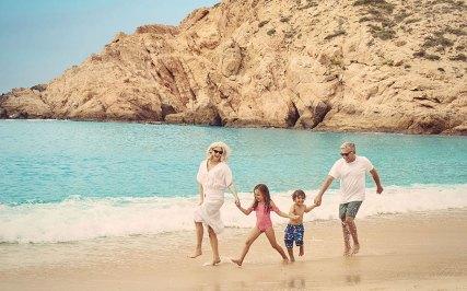 Montage-LosCabos-family-beach-walk