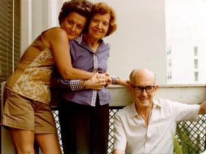 Drummond ao lado da mulher e filha