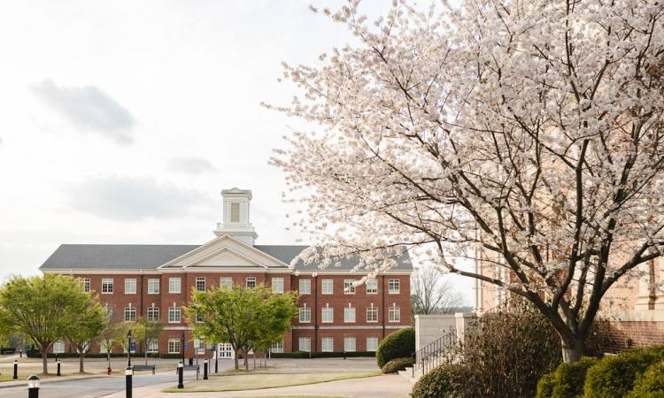 Patterson Hall in spring (credit: Rebecca Hankins at SEBTS)