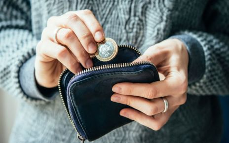 95178152 purse976 - Record levels of poverty in working families