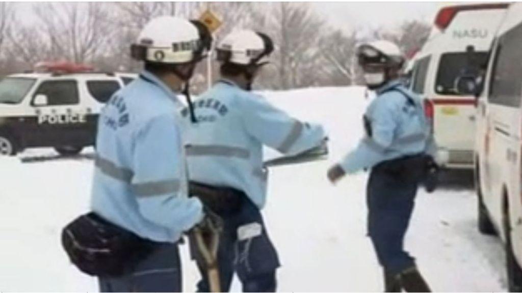95327049 nasu - Six school children feared dead in Japanese avalanche