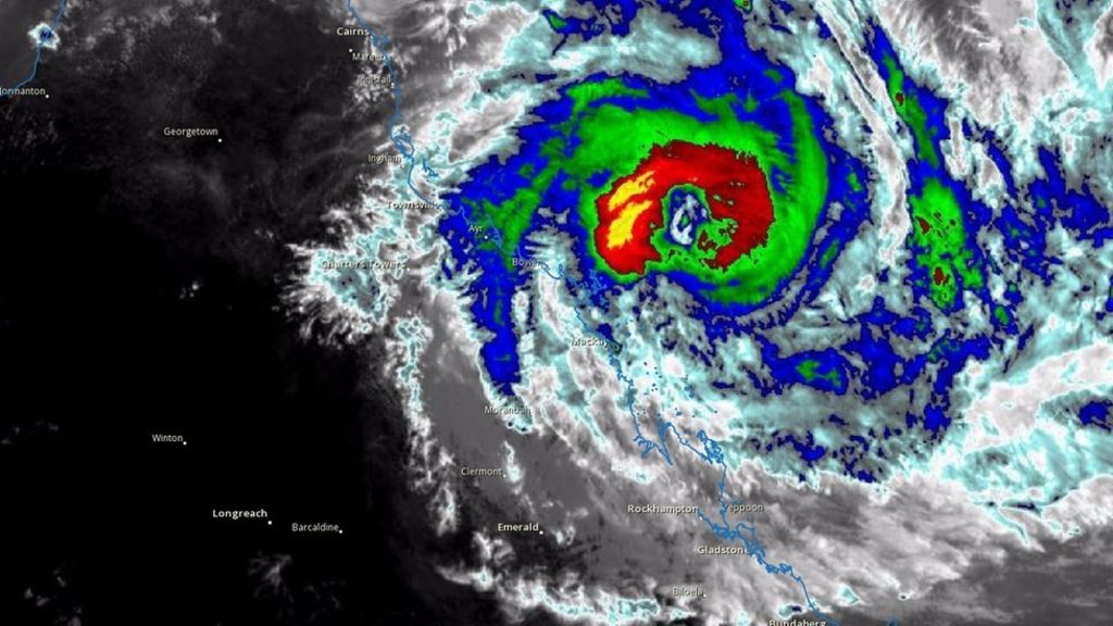 95327188 infrared2 - Cyclone Debbie: More than 3,500 evacuate in Queensland, Australia