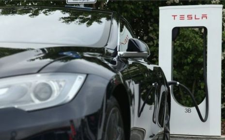 95355352  90657920 gettyimages 476795092 - China's Tencent buys 5% stake in Tesla