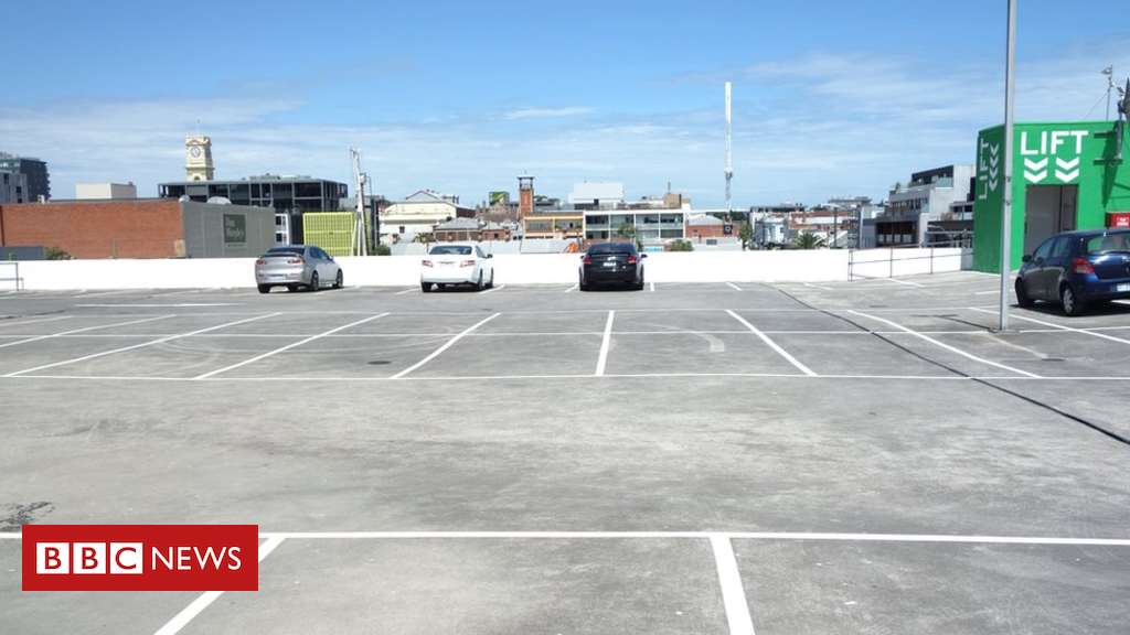 101912387 tunickcarpark - Spencer Tunick: Melbourne Woolworths to allow nude photo shoot
