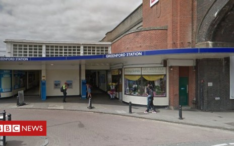 102171298 capture - Greenford Tube station: Man killed in 'fight' outside