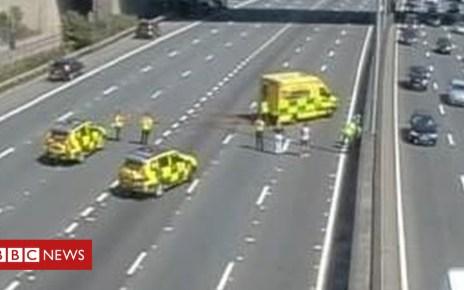 102272373 hihgways - Heathrow M25 crash: Eight cars and horsebox in collision