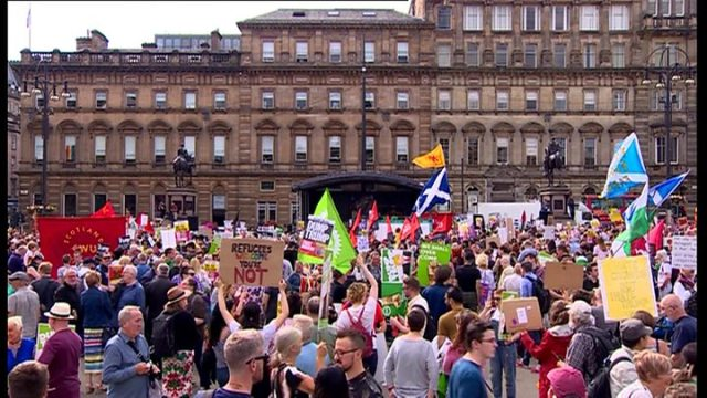 1531529652 879 Trump arrives in Scotland amid protests - Trump to play golf at Turnberry as protests continue