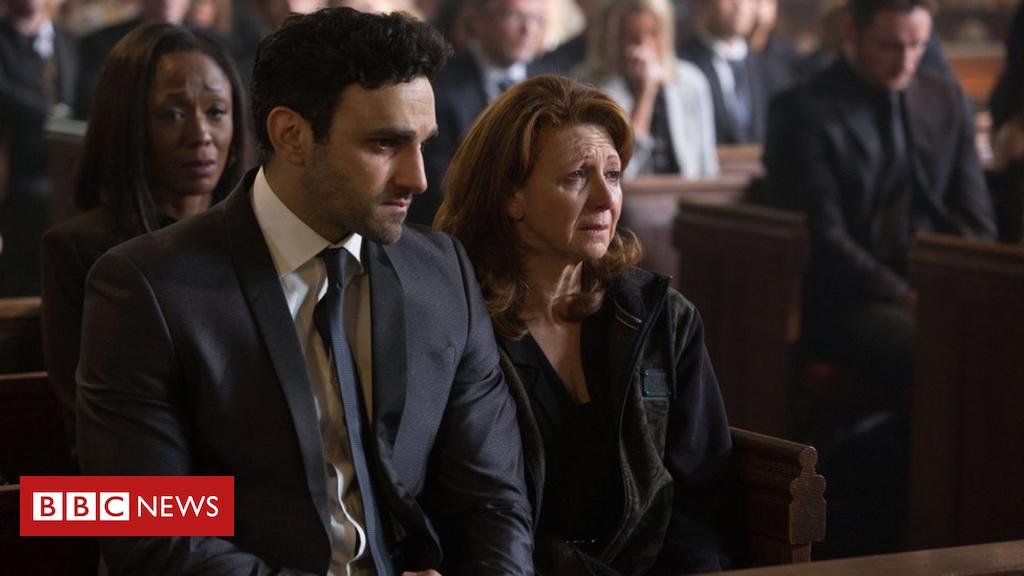 102424304 eastenders27 3 bbc - EastEnders: Knife crime episode of soap praised by viewers
