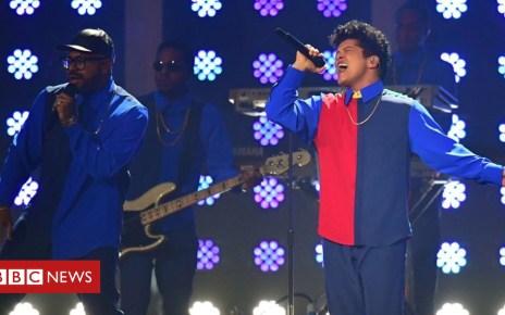 102476263 b1959796 6ca4 43a4 9010 b2096a841a0c - Bruno Mars halts gig after on-stage fire