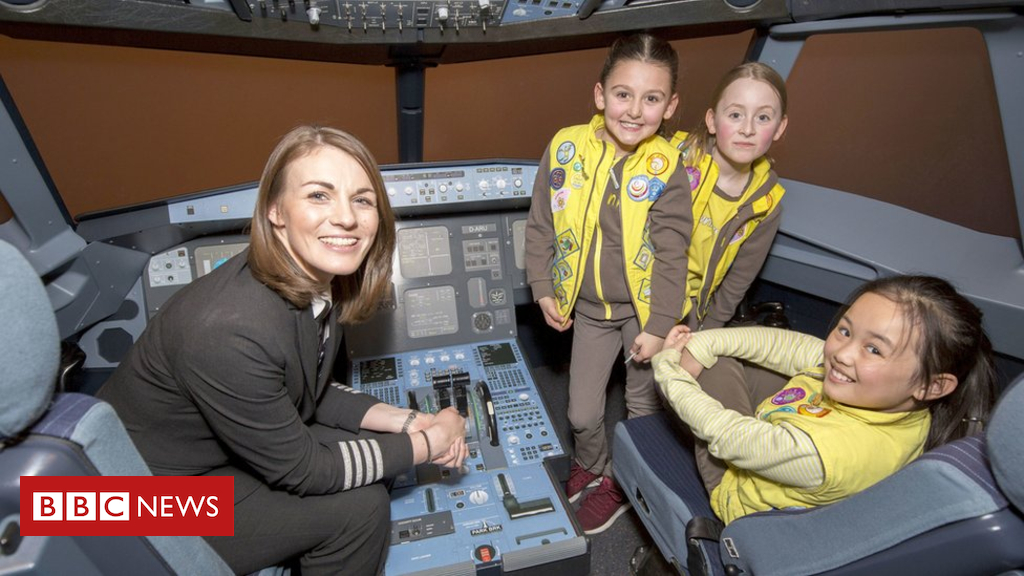 102794867 hi048441625 - Brownies launch aviation badge to encourage girls to become pilots