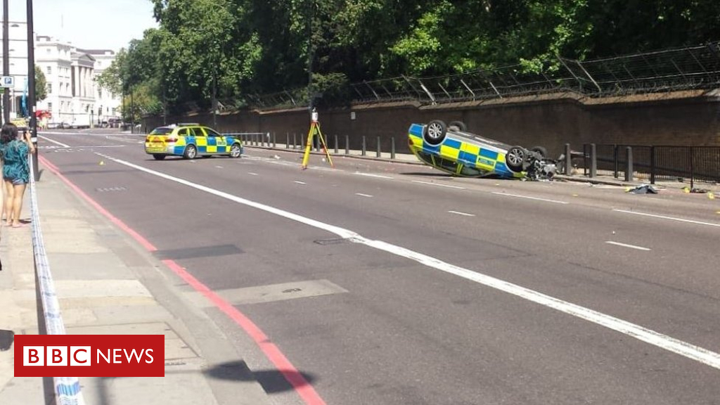 102826401 policecar - Met Police car overturns in London moped chase