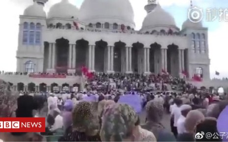 102906852 b9ff87db 7c90 4364 9b49 e54704d2ab08 - China mosque demolition sparks stand-off in Ningxia