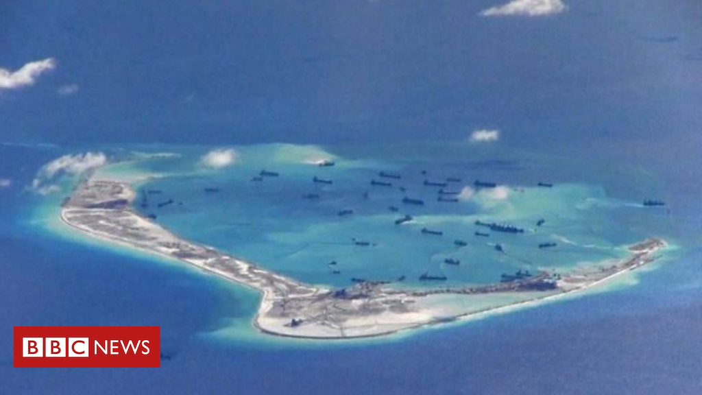 102931277 p06h538t - South China Sea: 'Leave immediately and keep far off'