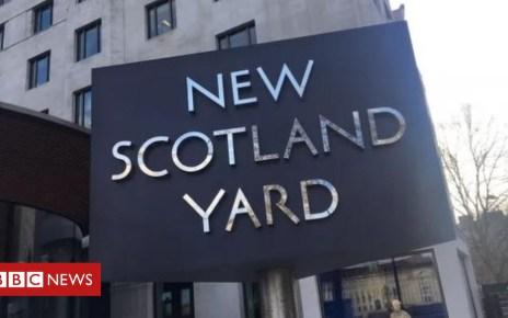 102944742 syard - Off-duty PC stabbed trying to stop moped robbers