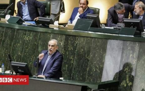 103178124 048859515 - Iran MPs vote to remove economy minister amid financial crisis