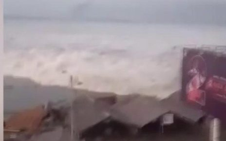 p06mfqfm - Indonesia tsunami: Aftershocks rock Palu day after disaster