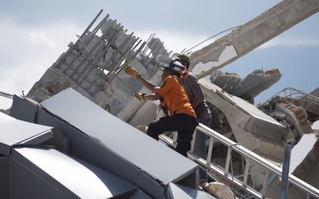p06mkcml - Indonesia earthquake: Huge surge in death toll