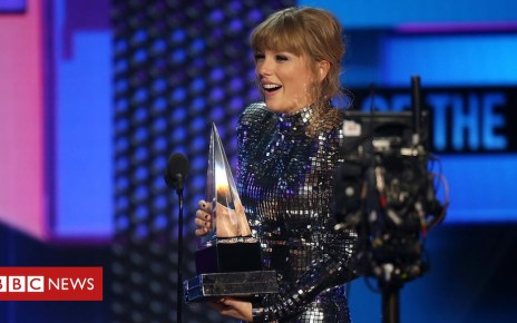 103793291 03fe75a4 b833 433a 9bc7 c037cd6e3e41 - Taylor Swift breaks all-time American Music Awards record