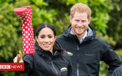 104094074 hi050283971 - Meghan shows off welly-wanging skills in New Zealand