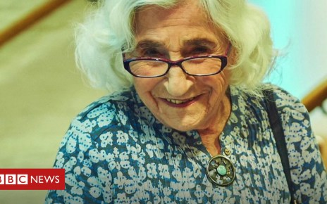 104103452 p06q90zd - Meet the 94-year-old photographer