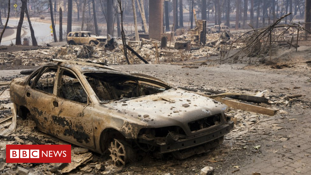 104272830 050558292 - California wildfires: Death toll rises to 31 with 200 missing