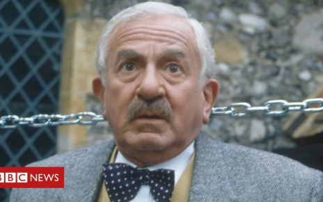 104401838 hi000306892 - Vicar of Dibley's John Bluthal dies, aged 89