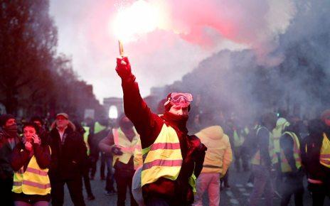 p06srp64 - France fuel unrest: 'Shame' on violent protesters, says Macron